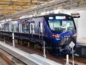昨年JR新宿駅に乗り入れた相鉄車両に遭遇。カッコいいな相鉄12000系。鉄ちゃんではありません。あしからず(^_^;)