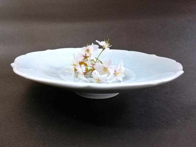 ⑥青白磁輪花浅鉢 サイズ(mm) 218×218×49 価格(税抜) 15,000円
